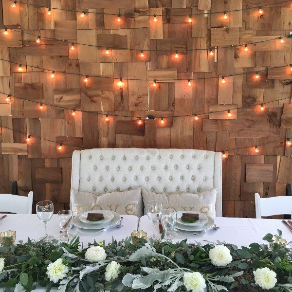 Settee for head table seating- perfect vintage decor!