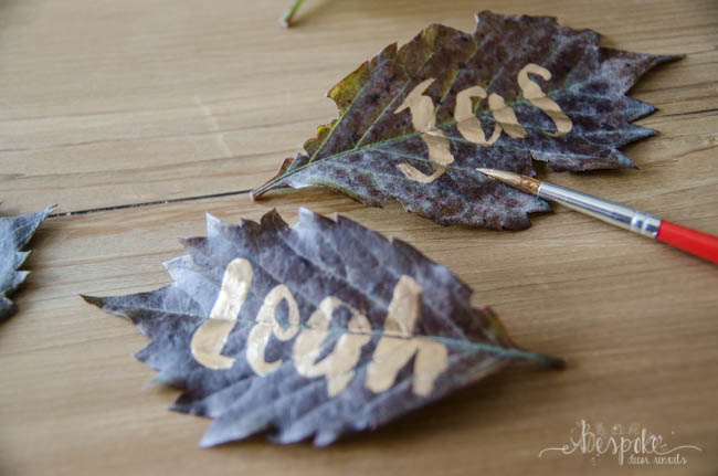 These autumn leaves place cards are perfect for a fall wedding! Better yet, they only take 2 minutes to make them!